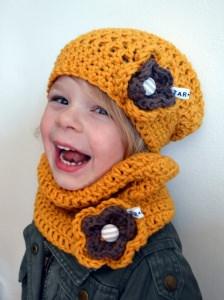 Kindermütze und Loop im  für Mädchen in senf gelb