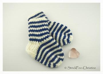 extra dicke warme gestrickte Erstlingssöckchen 100 % Wolle (Merino)  9,5 cm