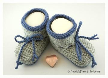 gestrickte Babyschühchen Merino jeans/hellgrau Junge