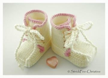 handgestrickte Babyturnschuhe, Babystiefelchen Merino rosa/cremeweiß