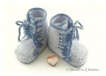 handgestrickte Babyturnschuhe, Babystiefelchen Merino stahlblau/jeans