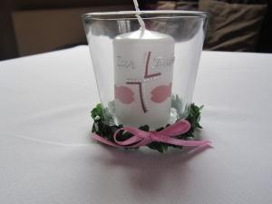 Kleine Gastkerze im Glas mit Kränzchen - Handarbeit kaufen