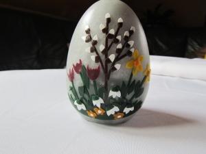 Hübsche Osterkerze in Rustikoptik - Handarbeit kaufen