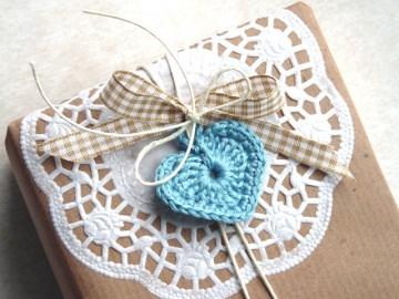 Geschenkanhänger Herz, cremeweiße Kordel, Papierspitze, je 6 Stück