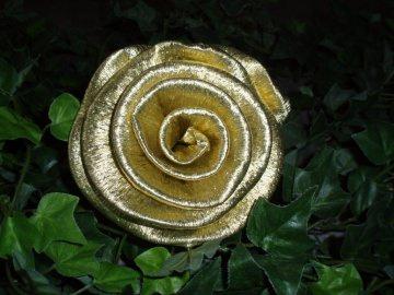 50 x große Krepprosen gold Goldhochzeit Jubiläum Deko Hochzeit Blumen