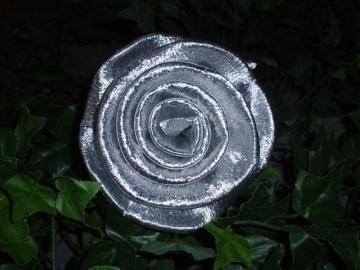 30 x große Krepprosen silber Goldhochzeit Jubiläum Deko Hochzeit Blumen
