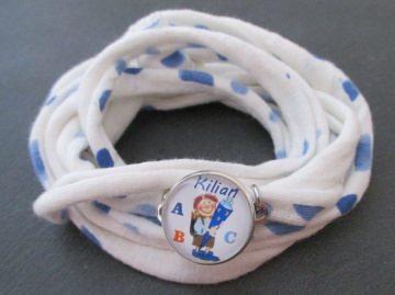 Individuelles Wickelarmband zur Einschulung mit Wunschmotiv und -namen