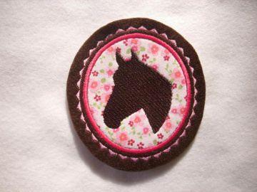 Pferdekopf gestickt ☆ Aufnäher ☆ rosa/pink/weiss/braun  - Handarbeit kaufen