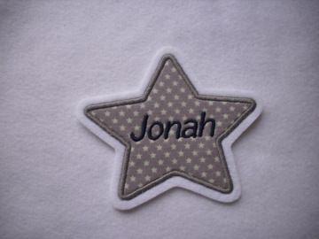 Stern mit gesticktem Namen  max. 7 Buchstaben ☆ Aufnäher ☆ grau/weiss/blau - Handarbeit kaufen