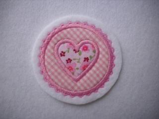 Mini-Button mit appl. Herzchen ♥ Applikation ♥ Aufnäher ♥ rosa - Handarbeit kaufen