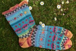 Bunte Herrensocken Gr. 42/43 - gestrickte Socken in nordischen Fair Isle Mustern  - Handarbeit kaufen