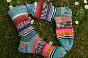 Bunte Socken Gr. 38/39 - gestrickte Socken in nordischen Fair Isle Mustern - Handarbeit kaufen
