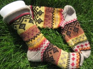 Bunte Fair Isle Socken Gr. 38/39 - gestrickte Socken in nordischen Fair Isle Mustern - Handarbeit kaufen