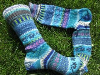 Bunte Fair Isle Socken Leni Gr. 38/39 - gestrickte Socken in leuchtenden Blautönen