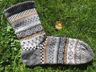 Fair Isle Socken Gr. 42-43 - Herrensocken gestrickt in nordischen Fair Isle Mustern - Handarbeit kaufen