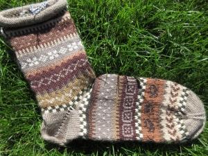 Herrenocken NovemberLaub Gr. 43/44 - gestrickte Socken in warmen Brauntönen und nordischen Fair Isle Mustern  - Handarbeit kaufen