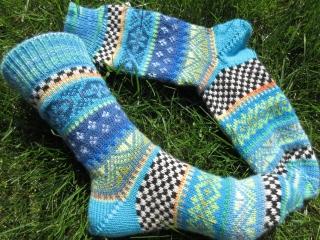 Bunte Socken Gr. 39/40 - gestrickte Socken in nordischen Fair Isle Mustern   - Handarbeit kaufen