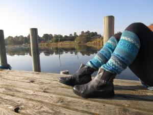 Bunte Stulpen Gr. S/M - Legwarmers - knielange Stulpen in leuchtend blauen Farben und nordischen Fair Isle Mustern - Handarbeit kaufen