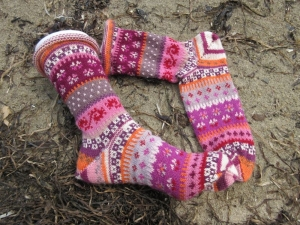 Bunte Socken Gr. 40/41 - gestrickte Socken in nordischen Fair Isle Mustern - Handarbeit kaufen