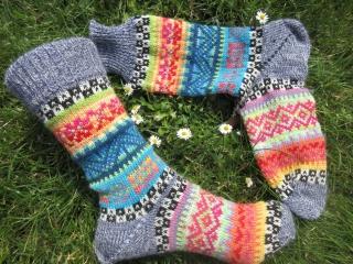 Bunte Fair Isle Socken Gr. 37/38 - gestrickte Socken in nordischen Fair Isle Mustern  - Handarbeit kaufen