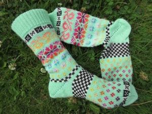 Bunte Socken Gr. 38/39- gestrickte Socken in nordischen Fair Isle Mustern - Handarbeit kaufen