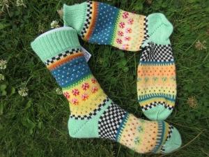Gestrickte Socken in nordischen Fair Isle Mustern Gr. 40/41