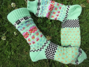 Bunte Socken Gr. 39-40 - gestrickte Socken in nordischen Fair Isle Mustern - Handarbeit kaufen