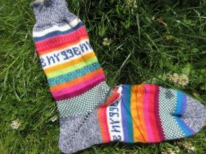 Bunte Socken hygge Gr. 42-43 - gestrickte Socken für knallbunte Männerfüße - Handarbeit kaufen