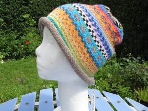 Bunte Mütze Birge Gr. S - gestrickte Mütze in leuchtend bunten Farben und nordischen Fair Isle Mustern