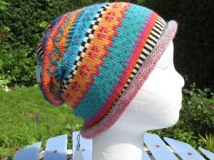 Bunte Mütze Liria Gr. M - gestrickte Mütze in leuchtend bunten Farben und nordischen Fair Isle Mustern