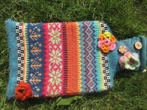 Bunte Wärmflasche Martha - Wärmflasche mit gestrickter Hülle in nordischen Fair Isle Mustern