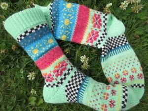 Bunte Socken Gr. 37/38 - gestrickte Socken in nordischen Fair Isle Mustern - Handarbeit kaufen