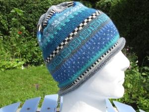 Bunte Mütze Gr. L - gestrickte Mütze in leuchtenden Blautönen und nordischen Fair Isle Mustern - Handarbeit kaufen
