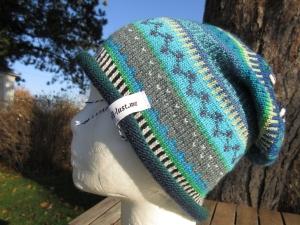 Bunte Mütze Arrild Gr. S - gestrickte Mütze in leuchtend blauen Farben und nordischen Fair Isle Mustern
