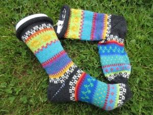 Bunte Socken Gr. 38-39 - gestrickte Socken in nordischen Fair Isle Mustern - Handarbeit kaufen