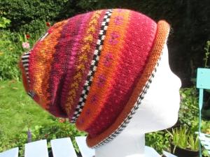 Bunte Mütze Tikka Gr. S - gestrickte Mütze in warmen rost-orange Tönen und nordischen Fair Isle Mustern