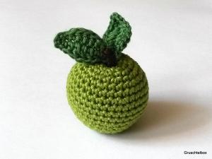 gehäkelter grüner Apfel aus Baumwolle mit Blättern ♥ der Dekotrend für dein Zuhause