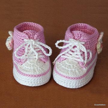 gehäkelte rosa Turnschuhe für Puppen aus Baumwolle mit bunter Schleife, Paar