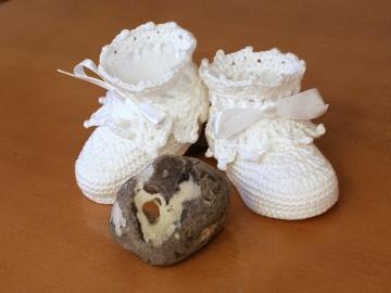 gehäkelte weiße Puppenschuhe aus Baumwolle mit Spitze und Satinband, Paar
