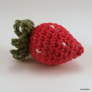 Gehäkelte Erdbeere aus Baumwolle für den Kaufladen