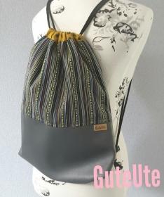 Turnbeutel, genäht mit Kunstleder und Baumwolle