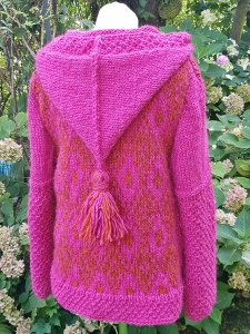 Farbstarke Strickjacke aus Islandwolle***L