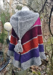 Poncho aus Islandwolle mit Zipfelkapuze** onesize