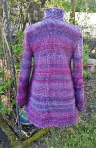 Weiche Strickjacke mit lila Farbverlauf und Stehkragen***S/M