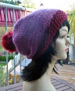 Mütze**Bommelmütze aus reiner Islandwolle in lila-rot