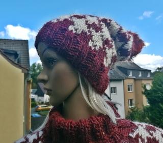 Mütze**Bommelmütze aus reiner Islandwolle im Hahnentrittmuster