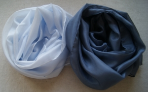15% RABATT - zwei Seidenschals - jeans pastell uni und jeans uni - je ca.40x150cm  - Handarbeit kaufen