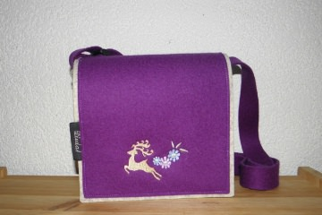 Dirndltäschchen mit gesticktem Hirsch aus Filz zum Umhängen - Handarbeit kaufen