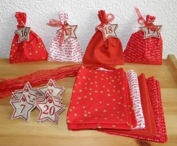 24 Adventssäckchen, Adventskalender, aus roten Baumollstoffen mit Zahlen, gestickt auf Filz, von Dieda