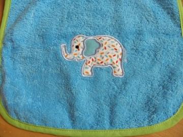 Riesenschlupflatz bestickt mit Elefantenapplikation und Name